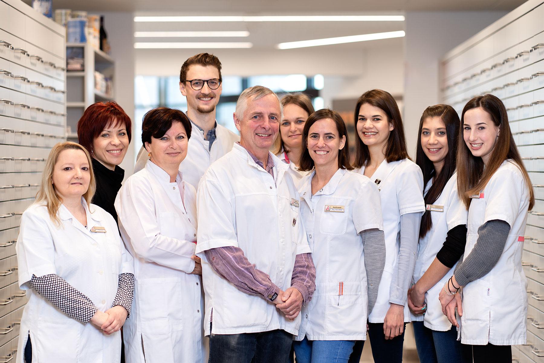 teamfoto-bernsteinapotheke-klagenfurt